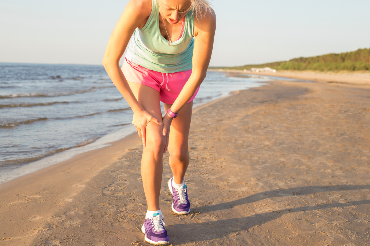 4 Reasons Not to Wait to See a Doctor for Knee Pain | Active
